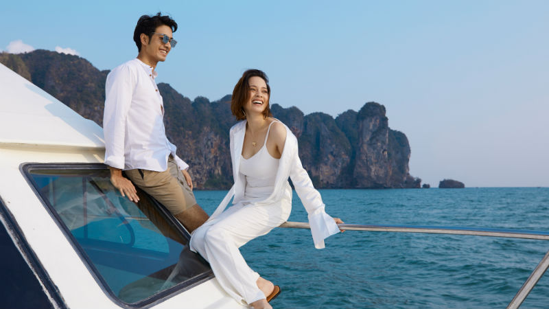 Couple on boat - Centara Grand Beach Thailand