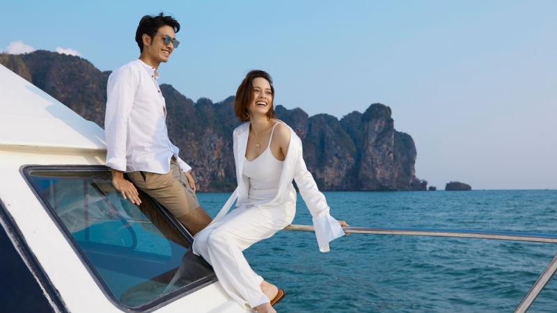 Couple on boat - Centara Grand Beach Thailand