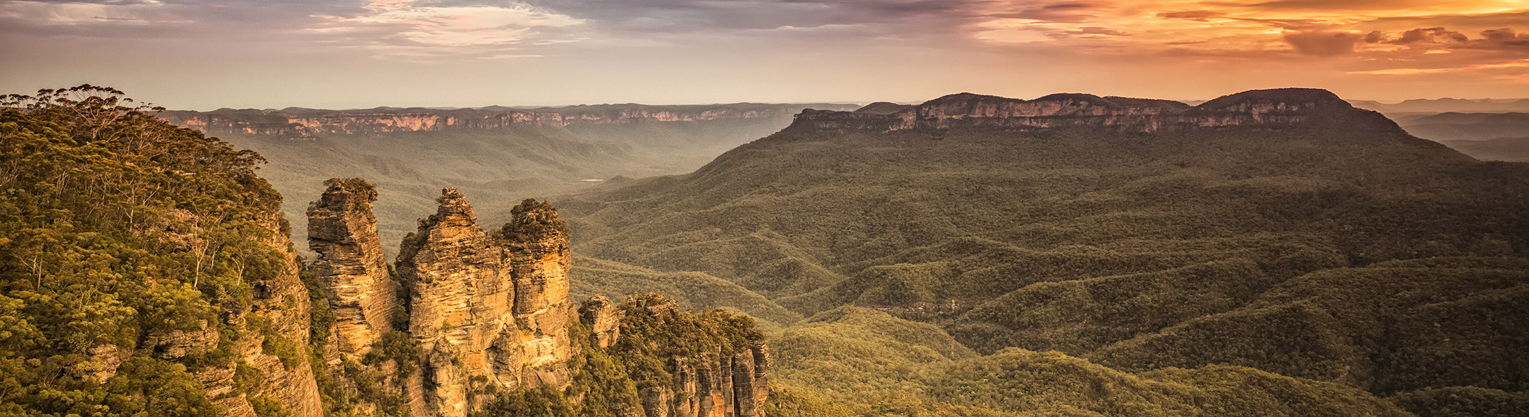 Sunset at the Three Sisters in the Blue Mountains in Australia