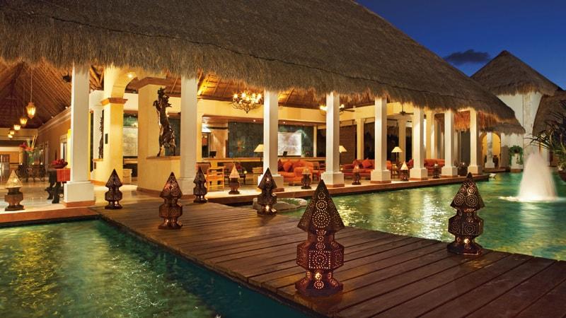 Now Sapphire Riviera Cancun lobby area