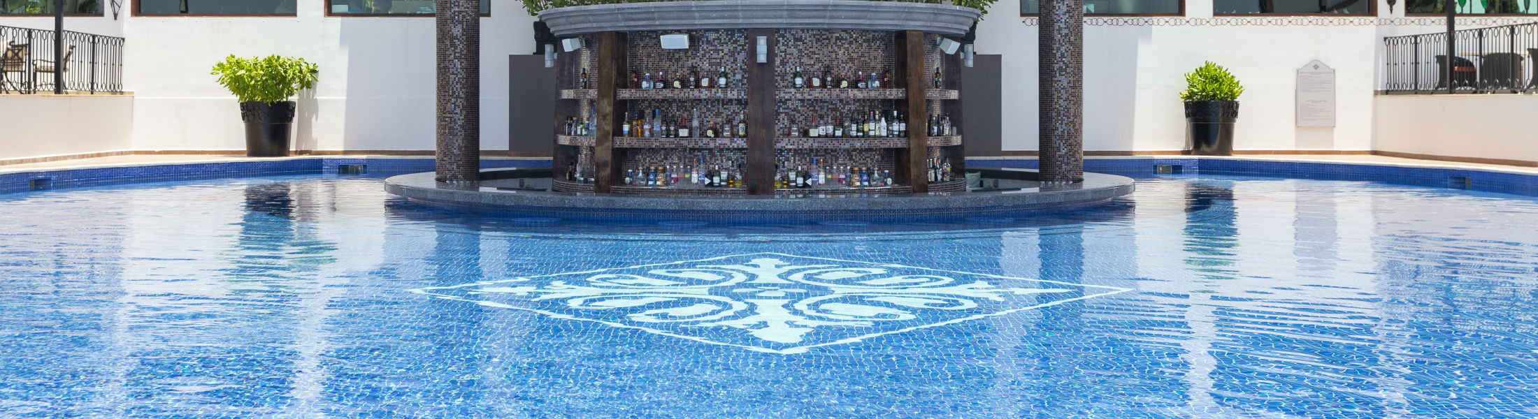 Swim up bar at the Grand Residences Riviera Cancun