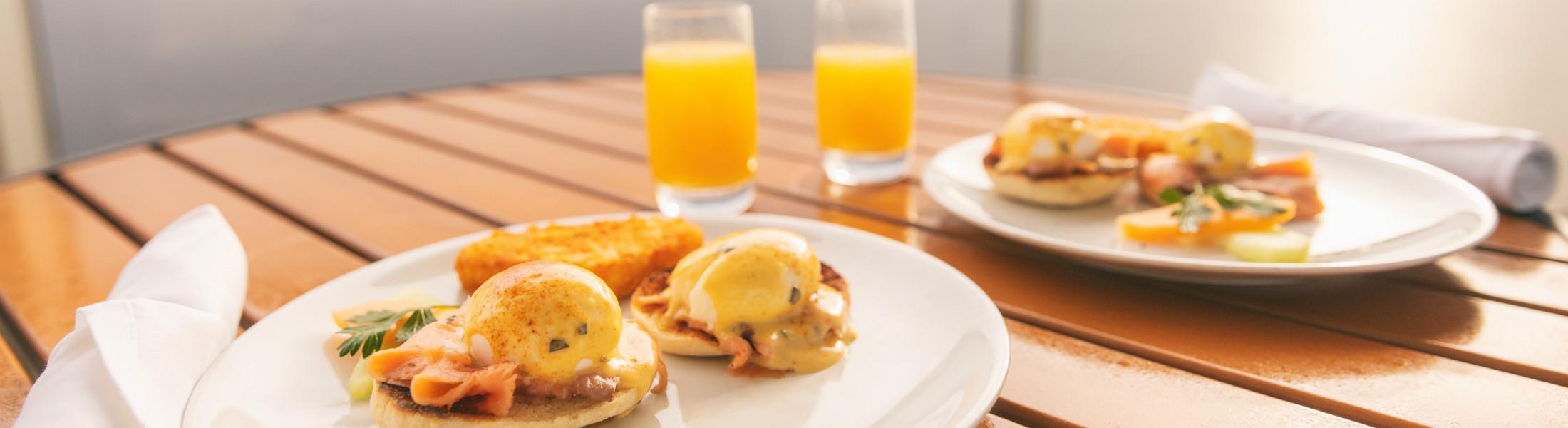 Suite balcony breakfast table