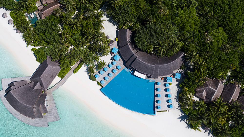 Aerial view of the infinity pool at Anantara Dhigu Resort