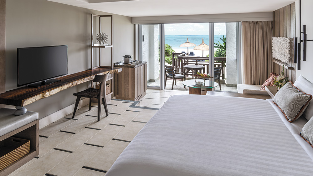 Bedroom of the Deluxe Beach Access Room at Shangri-La Le Touessrok
