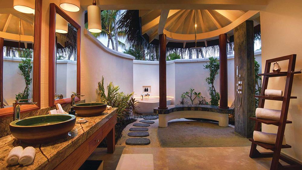 Outdoor bathroom in Deluxe Beach Villa at Oblu Select at Sangeli