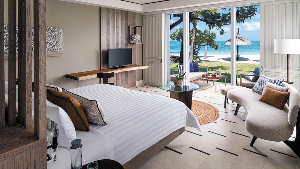 Bedroom of the Junior Suite Frangipani Beach Access at Shangri-La Le Touessrok