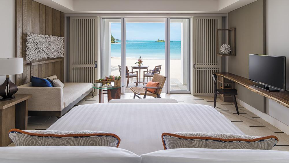 Bedroom of the Junior Suite Hibiscus Beach Access at Shangri-La Le Touessrok