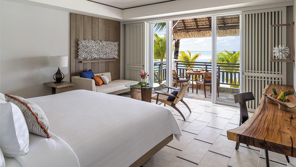 Bedroom of the Junior Suite Hibiscus Ocean View at Shangri-La Le Touessrok