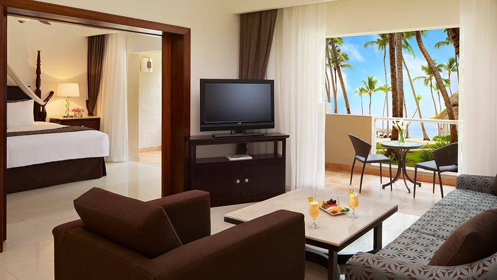 Preferred Club Honeymoon Suite with Jacuzzi at the Dreams Palm Beach Punta Cana