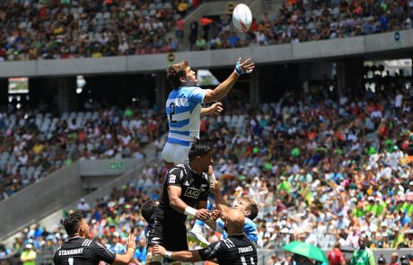 Players going for the ball at the line out in the rugby world cup