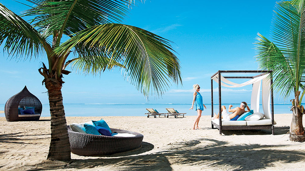 Couple in a cabana on the beach at Heritage Le Telfair Mauritius