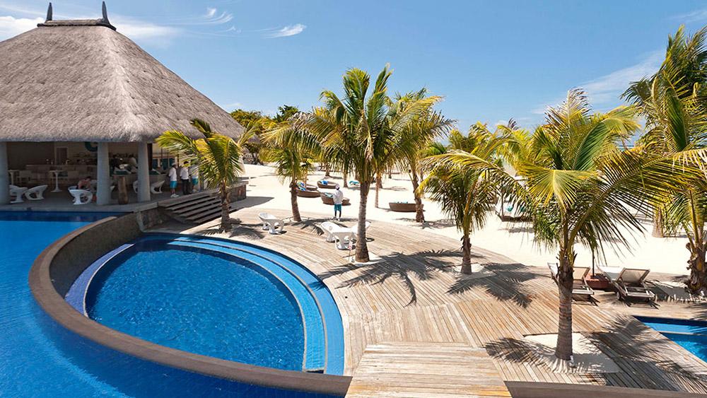 Infinity pool at Heritage Le Telfair Mauritius