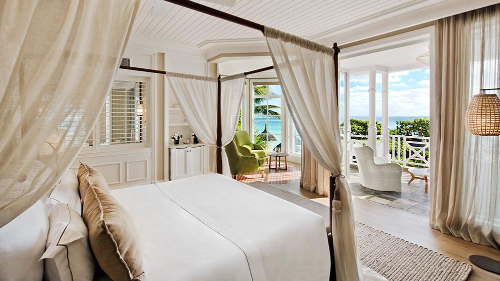 Bedroom of the Junior Suite Beachfront at Heritage Le Telfair