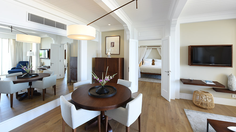 Living area of the Ocean Suite Beachfront at Heritage Le Telfair