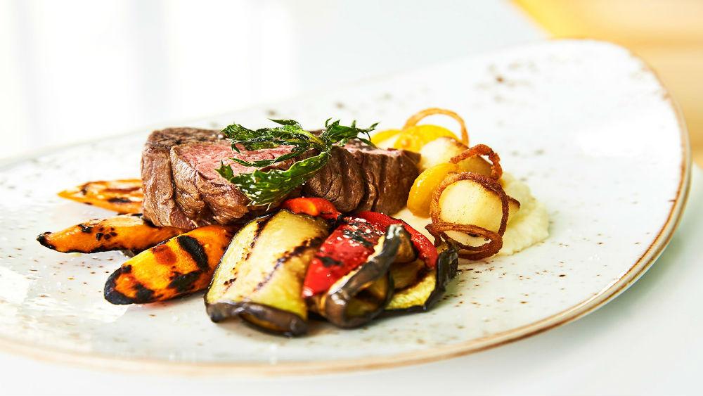 Steak meal at the Gran Hotel Manzana Kempinski La Habana