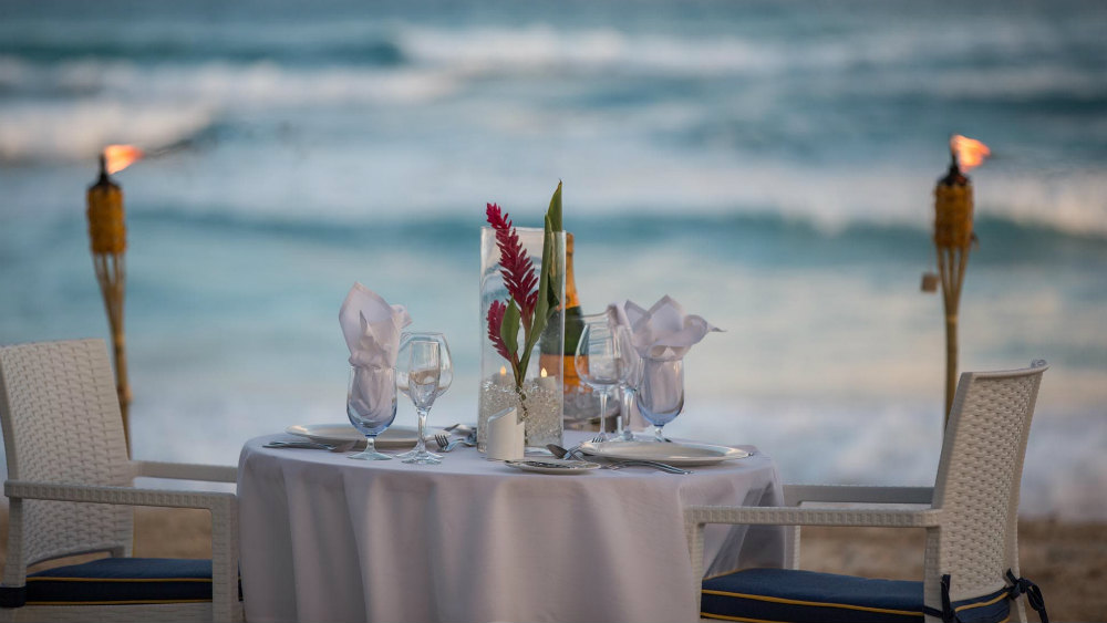 beach dining at the Turtle Beach by Elegant Hotels
