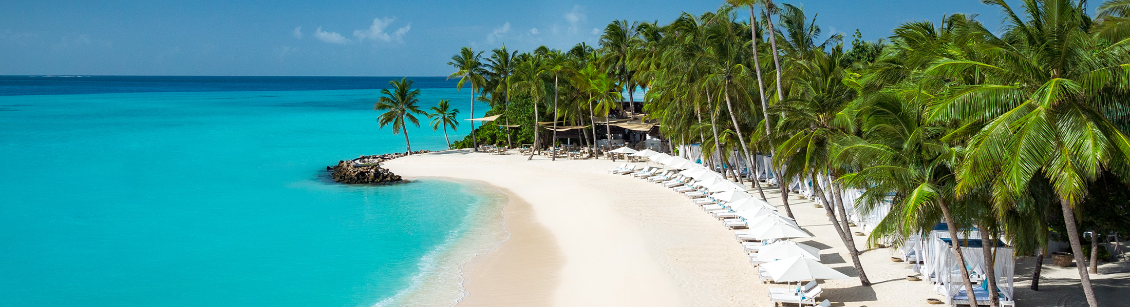White sand beach at One&Only Reethi Rah
