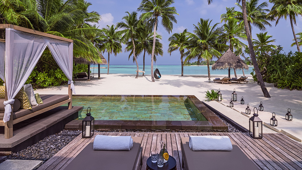 Private pool and cabana of the Grand Beach Villa at One&Only Reethi Rah
