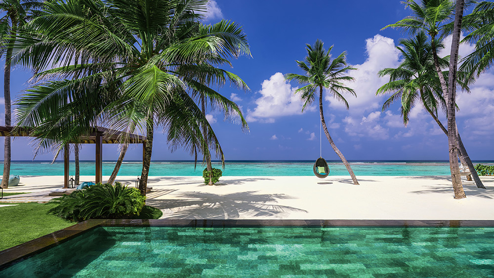 Private pool of the Grand Sunset Residence at One&Only Reethi Rah
