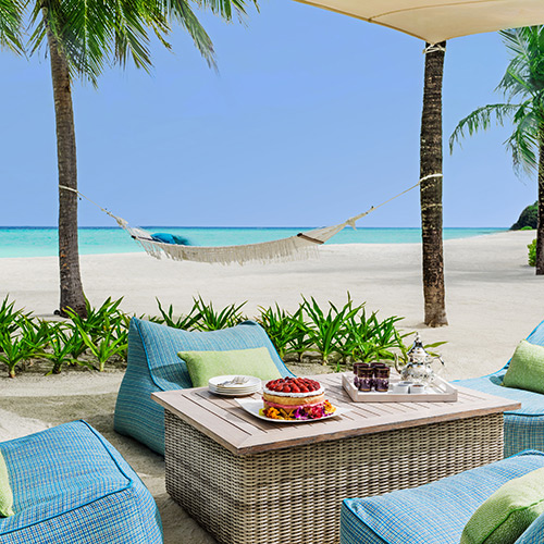 Beachside dining at One&Only Reethi Rah