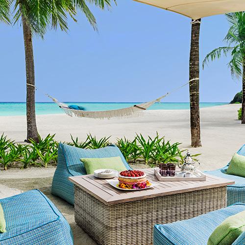 Beachside dining at One&Only Reethi Rah