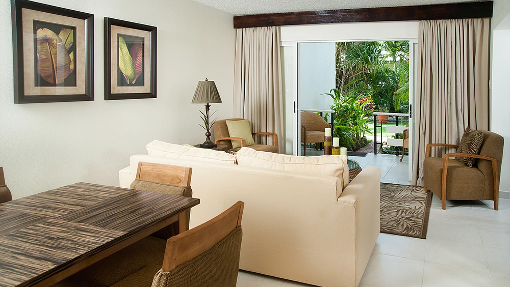 Living area in the Standard One Bedroom at Mango Bay