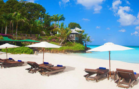 Sun loungers on the beach at Cocos Hotel