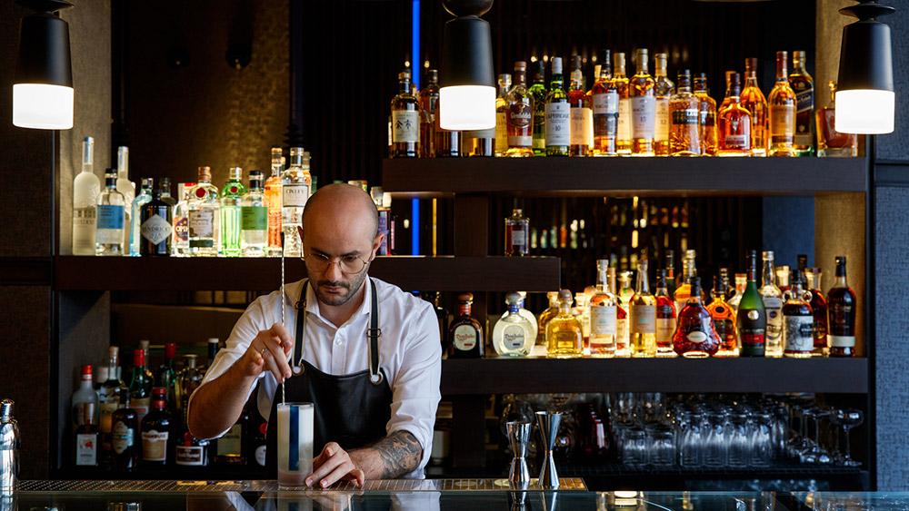 Bartender at Caesars Palace Bluewaters