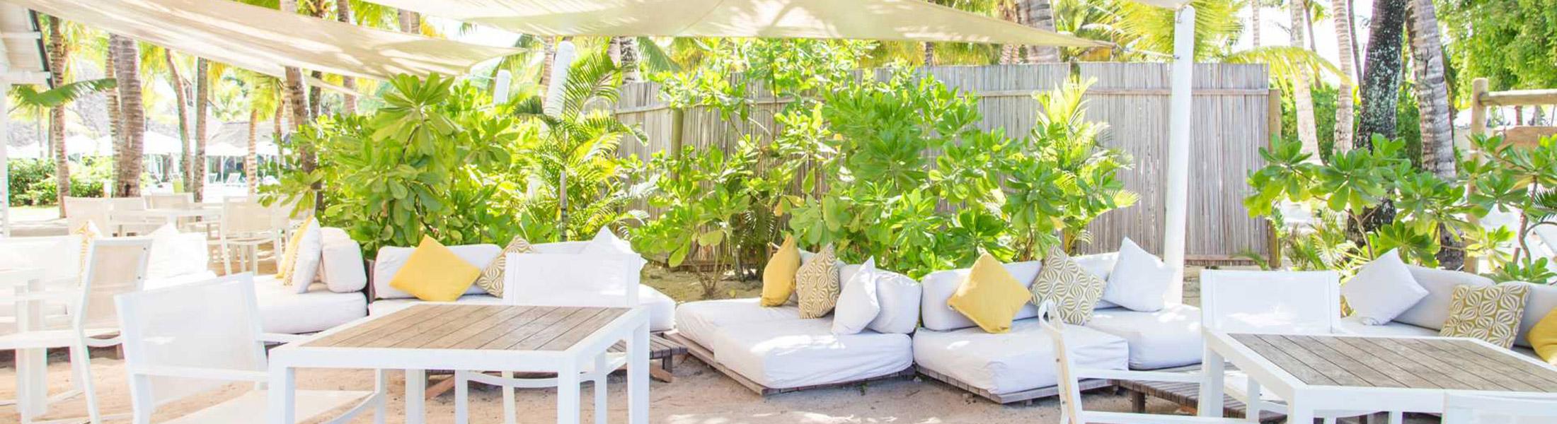 Outdoor dining area at Ravenala Attitude Mauritius