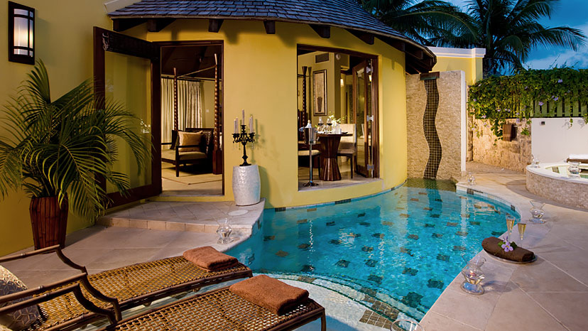 Private pool of the Grande Rondoval Suite