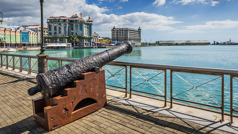Canon in Port Louis