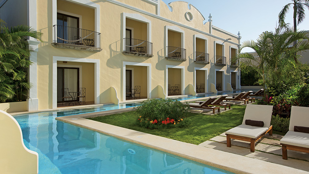Swim out pool at Dreams Tulum Resort & Spa