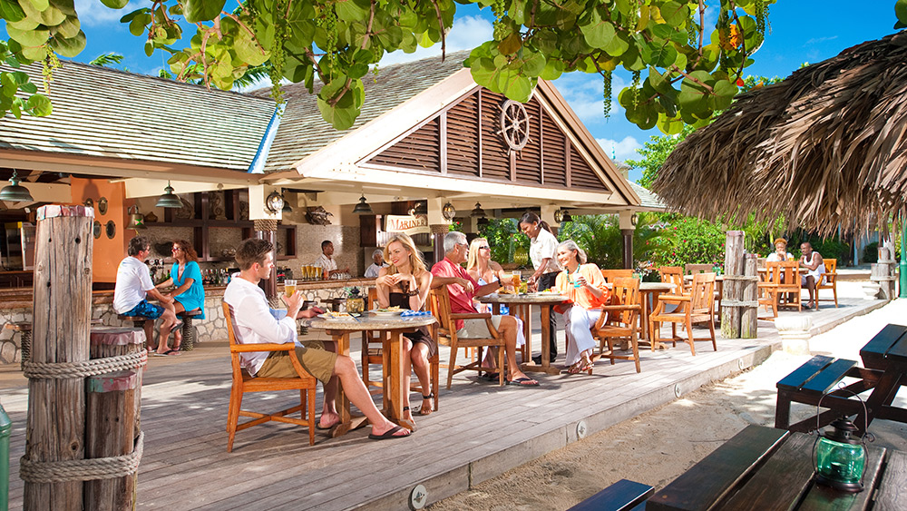People dining at The Mariner at Sandals Royal Caribbean