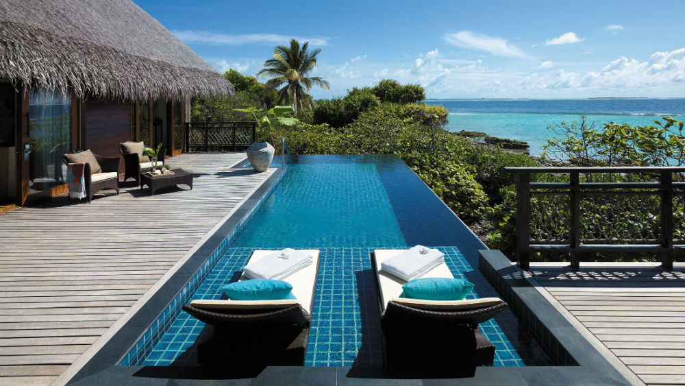 Ocean View Tree House Villa-deck-and-infinity-pool-Shangri-La-Villingili-Maldives