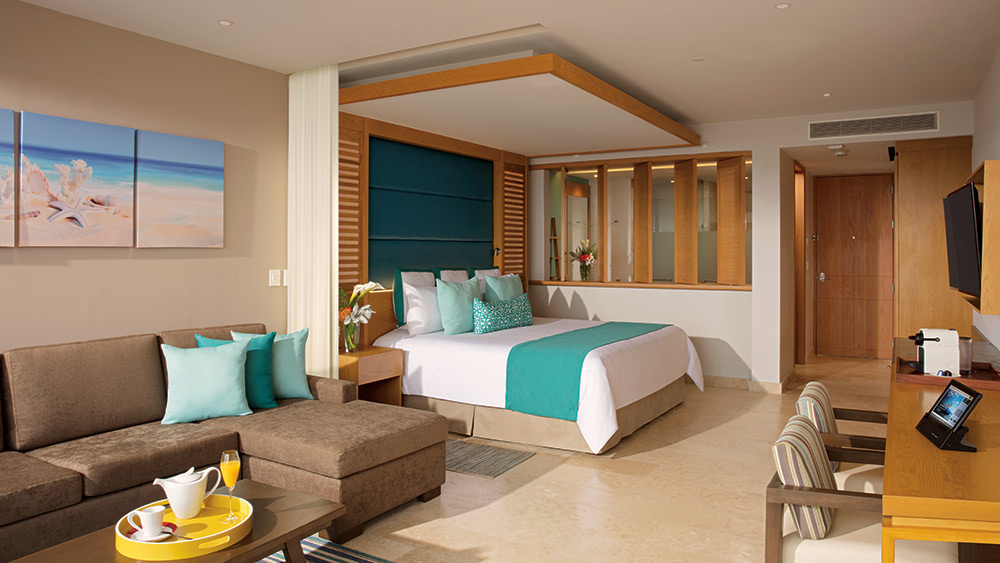 Bedroom of the Junior Suite at Dreams Playa Mujeres