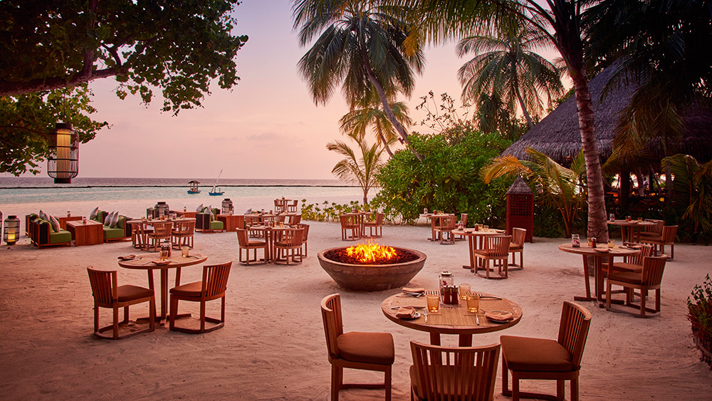 Beachside dining at Meeru restaurant at Constance Halaveli