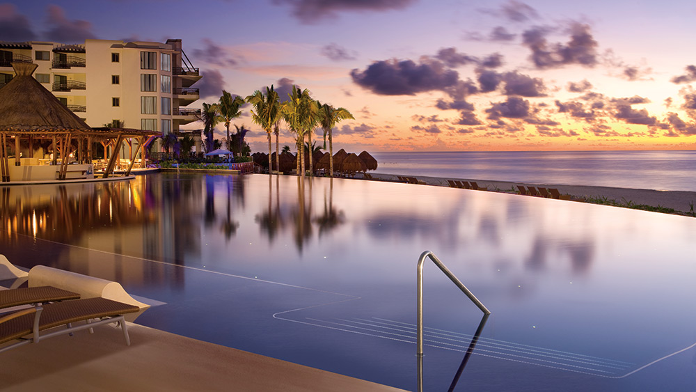 The infinity pool at sunset at Dreams Riviera Cancun