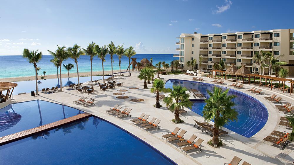 The main pools at Dreams Riviera Cancun