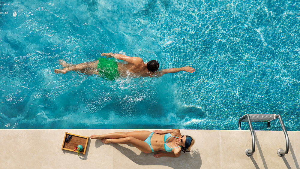 Couple in their private pool at Dreams Playa Mujeres