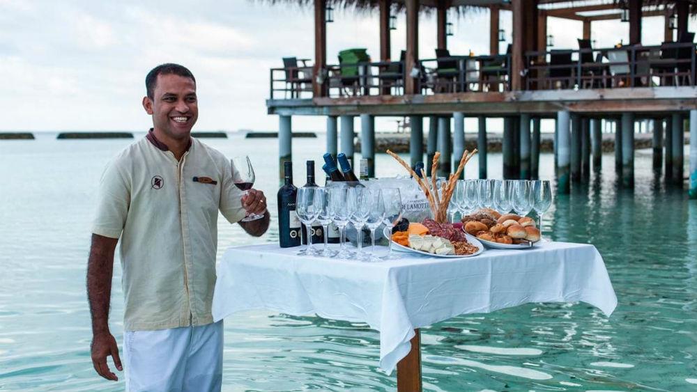 luxury dining at the Constance Moofushi Maldives