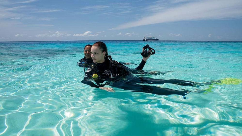 scuba diving at the Constance Moofushi Maldives
