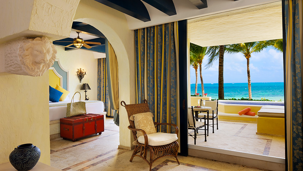 Living room of the Butler Ocean Front One Bedroom Suite with Plunge Pool at Zoetry Paraiso de la Bonita
