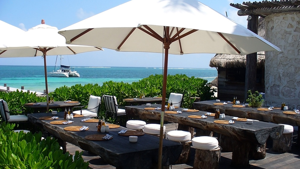 Outdoor dining at Zoetry Paraiso de la Bonita
