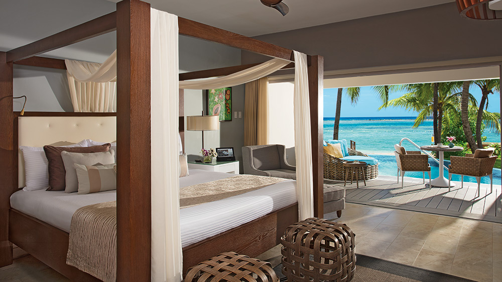 Bedroom of the Junior Suite Swim Out Ocean View at Zoetry Montego Bay