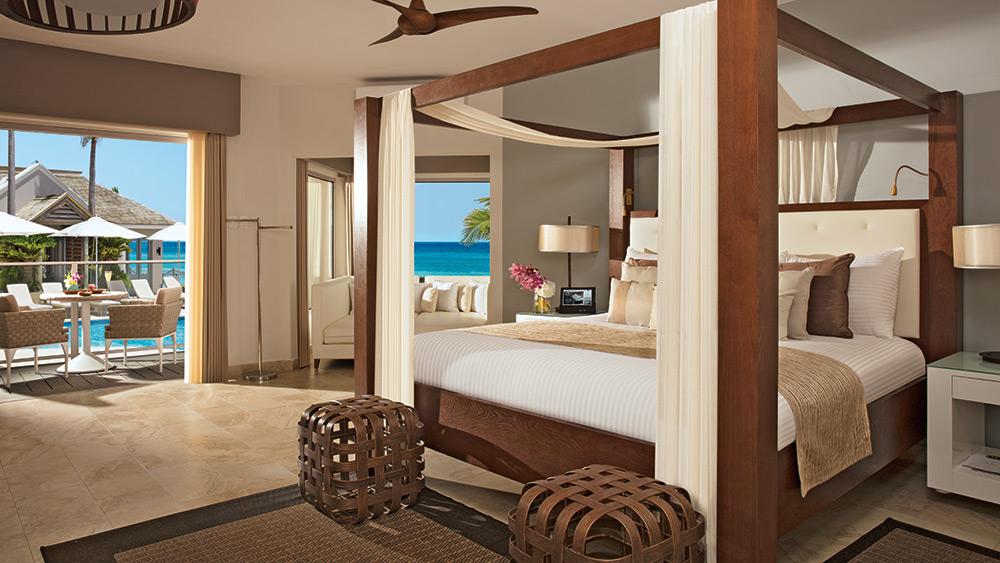 Bedroom of the Junior Suite Ocean View at Zoetry Montego Bay