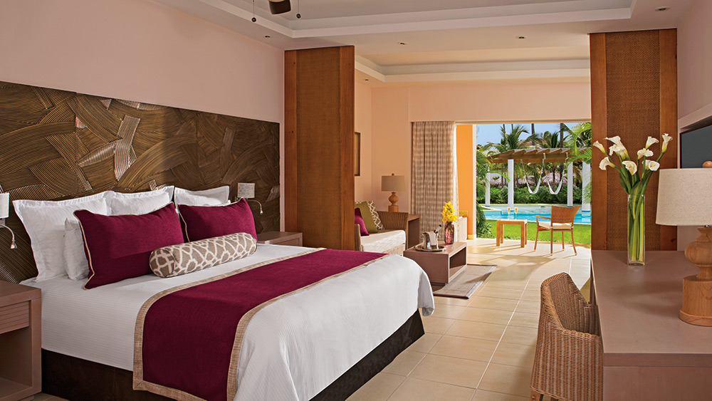 Bedroom of the Junior Suite Swim Up at Secrets Royal Beach Punta Cana