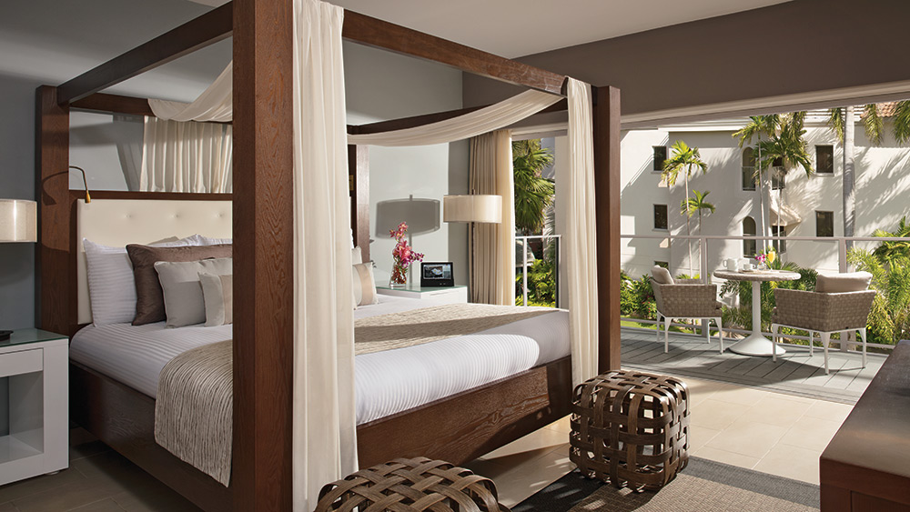 Bedroom of the Junior Suite Tropical View at Zoetry Montego Bay