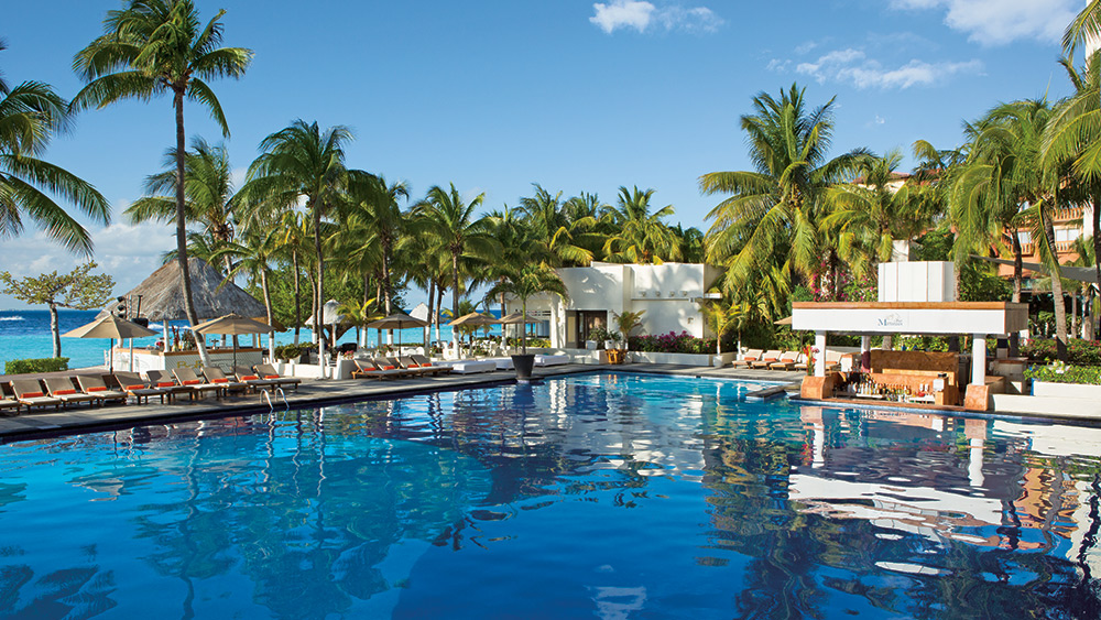 The main pool at Dreams Sands Cancun