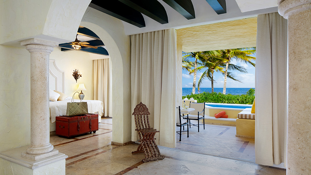 Living room of the Romance Ocean Front One Bedroom Suite with Plunge Pool at Zoetry Paraiso de la Bonita