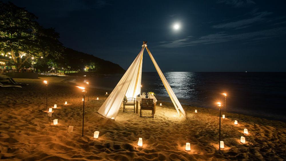 Romantic Beach dinner at the Outrigger koh samui beach resort